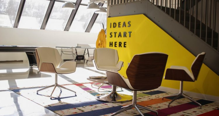 chris-knight-458508-unsplash-750x400 4 Ways Design Thinking is the way ahead to organize your office space. Future of Work