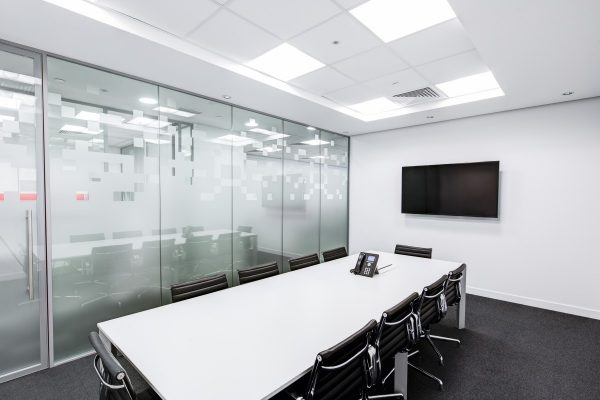 black-and-white-boardroom-ceiling-260689-600x400 Executive Office Chair Buying Guide Future of Work Inspiration Offices We Love Products Reviews Seating